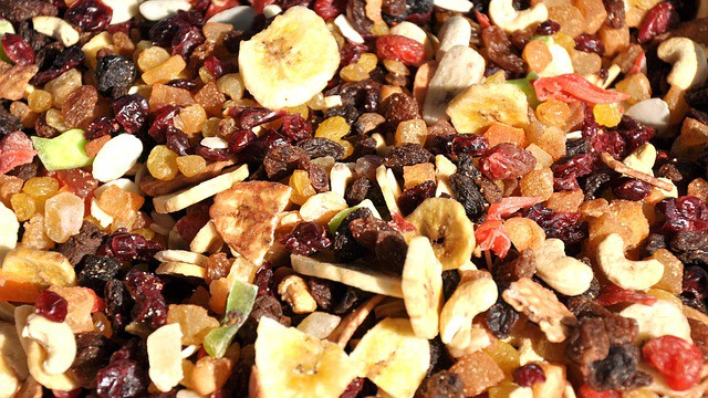 6 everyday dried fruits and their shelf life